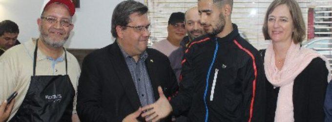Le Maire de Montréal Denis Coderre en visite dans le Petit Maghreb .