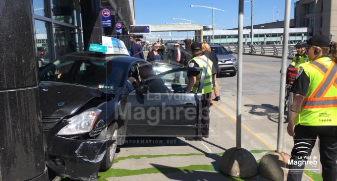 Une voiture de taxi heurte une porte d'entrée à l'Aéroport de Montréal